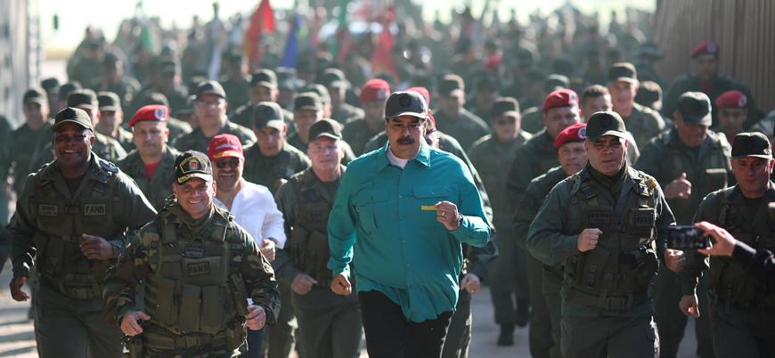 Venezuelalı askerler: Ellerimizde silahlarla ABD'yi bekliyoruz