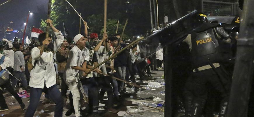 Endonezya'da göstericiler polisle çatıştı: 6 ölü