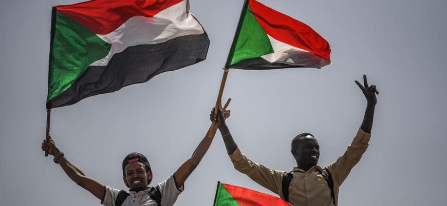 Sudan'da ordu yönetimi sivillere bırakmıyor: 1 milyonluk protesto çağrısı