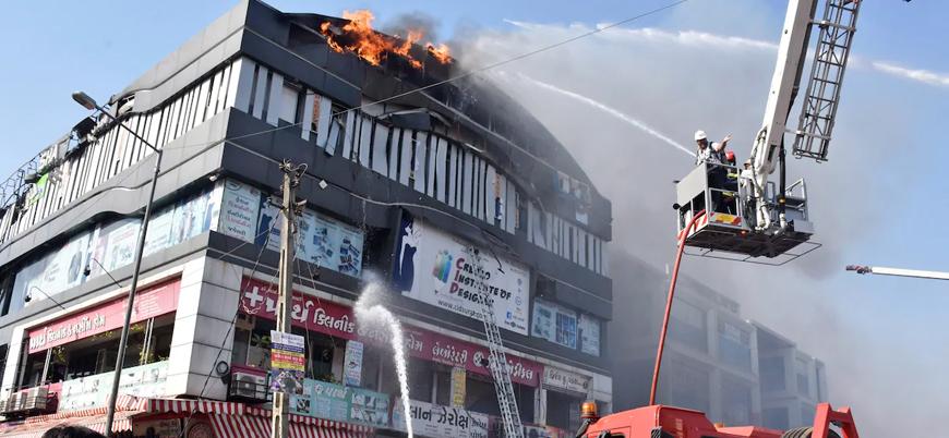 Hindistan'da yangın: 18 öğrenci öldü