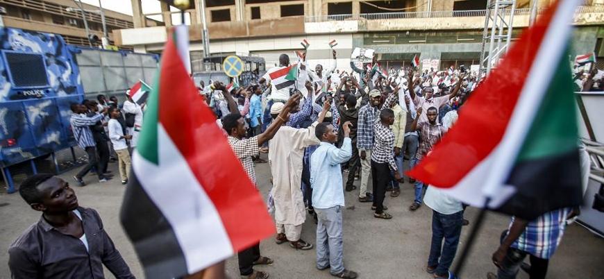 Sudan'da ordu göstericilere ateş açtı: En az 19 ölü