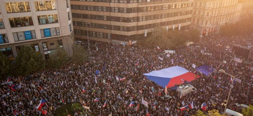 Çekya'da 'komünizmin çöküşünden bu yana en büyük' protesto gösterisi