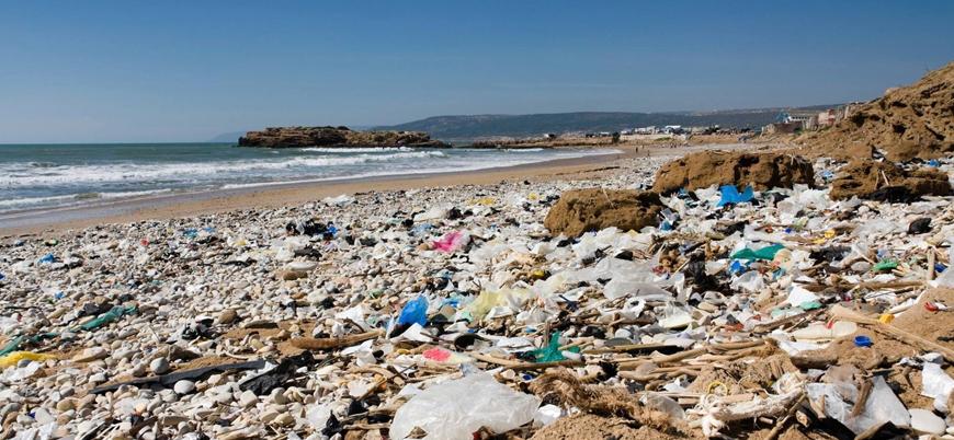 Kıyılarına en çok plastik atık vuran ülkelerin başında Türkiye geliyor