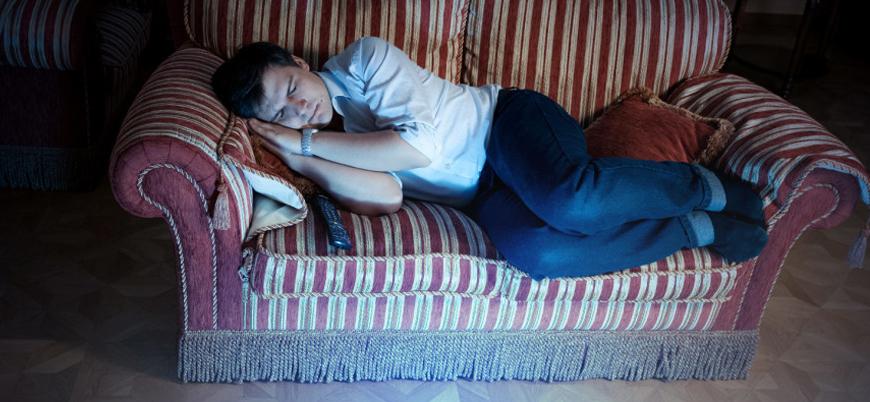 Televizyon karşısında uyumak kilo aldırıyor