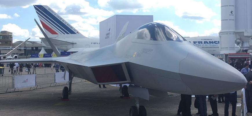 Türkiye ilk yerli savaş uçağını Paris'te sergiledi