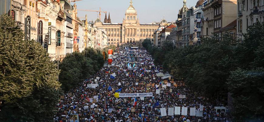 Çekya'da yolsuzluk karşıtı protesto: Başbakana istifa çağrısı