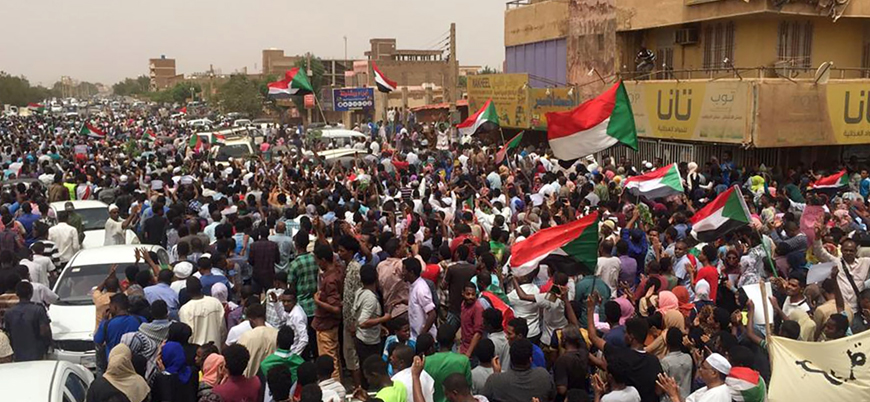 Sudan'da askeri yönetim karşıtı on binlerce kişi yeniden meydanlarda