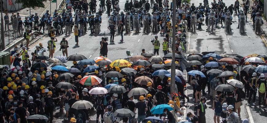 Hong Kong'lular protesto için sokaklara indi