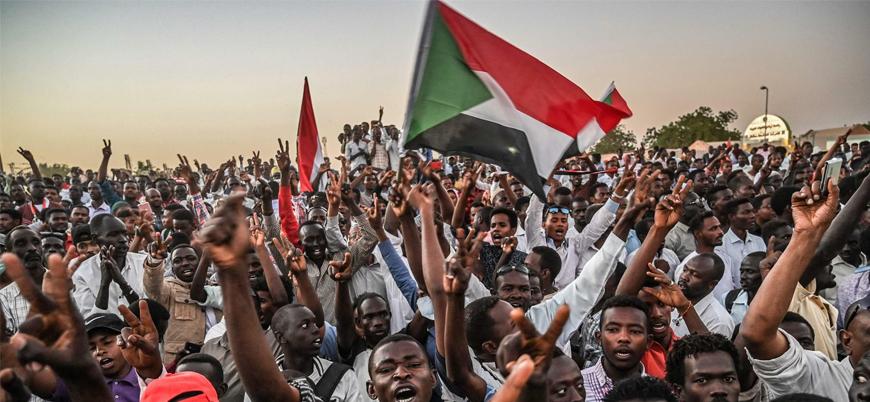 Sudan'da cunta ile göstericiler anlaştı