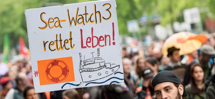Almanya'da mülteci karşıtı İtalya hükümeti protesto edildi
