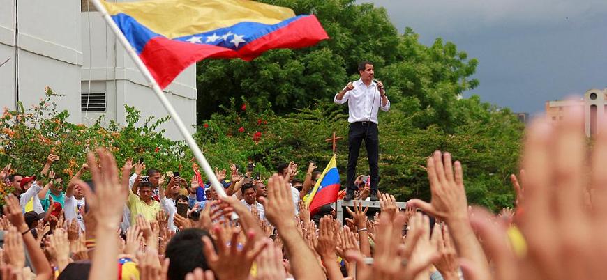 Venezuela'da muhalifler Maduro ile masaya oturacak