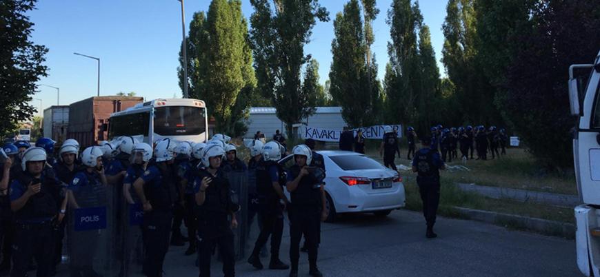 ODTÜ'de KYK yurdu istemeyen öğrencilere polis müdahalesi