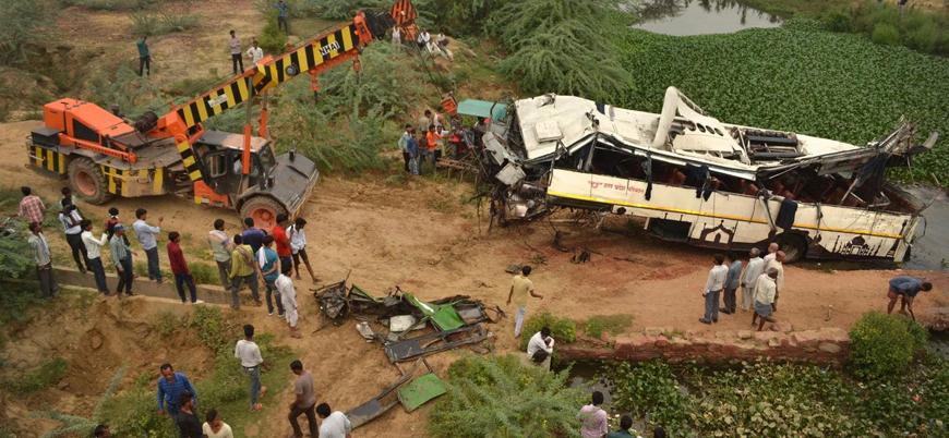 Hindistan'da otobüs kazası: En az 29 ölü 18 yaralı