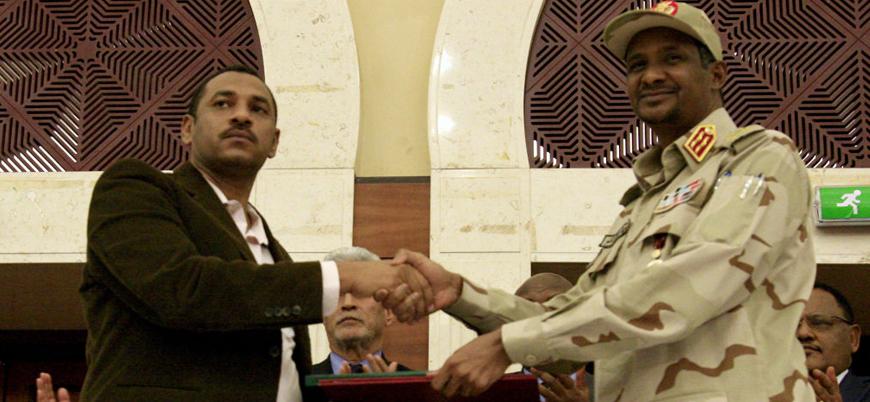 Sudan'da ordu ile siviller iktidar paylaşımı içeren anlaşmayı imzaladı