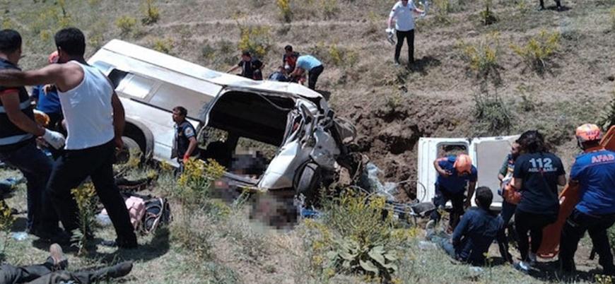 Van'da göçmenleri taşıyan otobüs kaza yaptı: 14 ölü