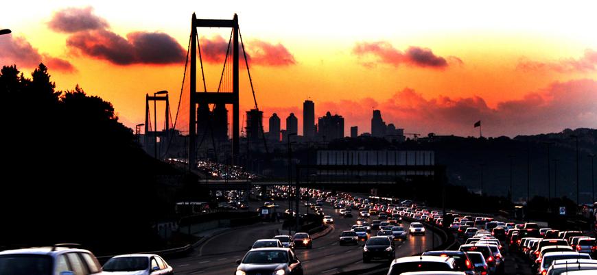 İstanbul halkı bir günde trafikte 4 yıllık mesaiye denk zaman harcıyor