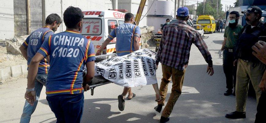 Pakistan'da canlı bomba saldırısı: En az 9 ölü