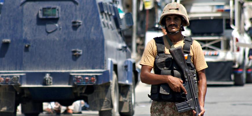Afganistan sınırında Pakistan askerlerine saldırı: 10 ölü