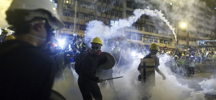Hong Kong'daki göstericilere biber gazlı ve plastik mermili müdahale