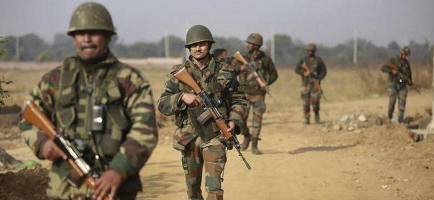 Hindistan Keşmir'e 10 bin asker gönderdi