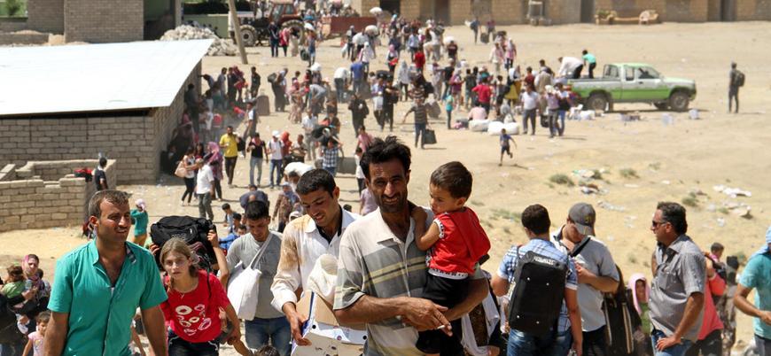 İdlib'de çatışmalardan kaçan binlerce kişi Türkiye sınırına geldi