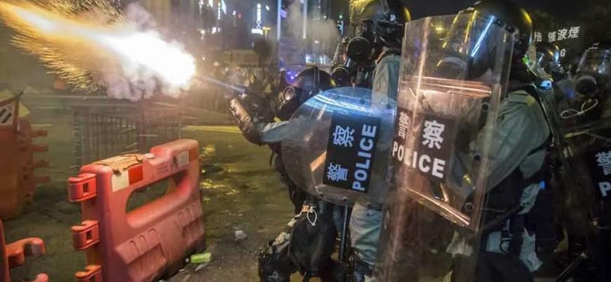 Hong Kong'da geniş katılımlı grevler sürüyor