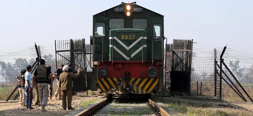 Pakistan Hindistan'a tren seferlerini durdurdu
