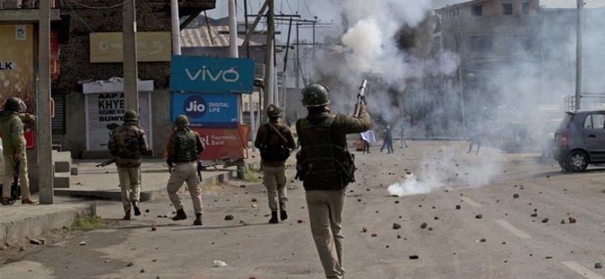 Hindistan'ın ilhakının ardından dış dünyayla bağlantısı kesilen Keşmir'de bayram