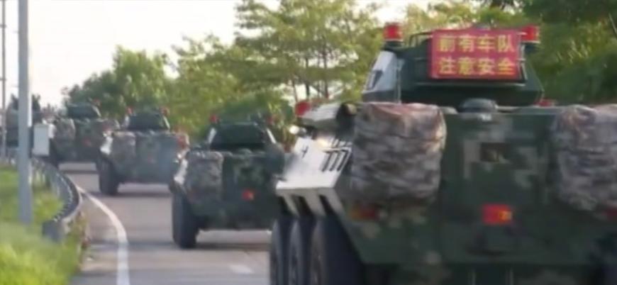 Çin ordusu gösterilerin sürdüğü Hong Kong sınırına askeri sevkiyat yapıyor