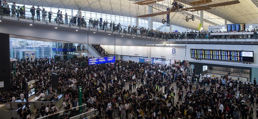 Hong Kong havalimanı yeniden uçuşa açıldı