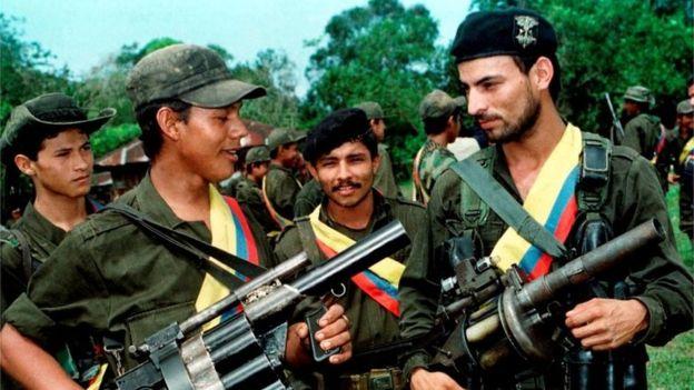 FARC mensubunu üniforma yakalattı