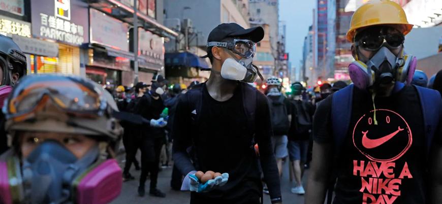 Hong Kong'da göstericiler Çin'in 'askeri müdahale' tehdidine rağmen sokaklarda