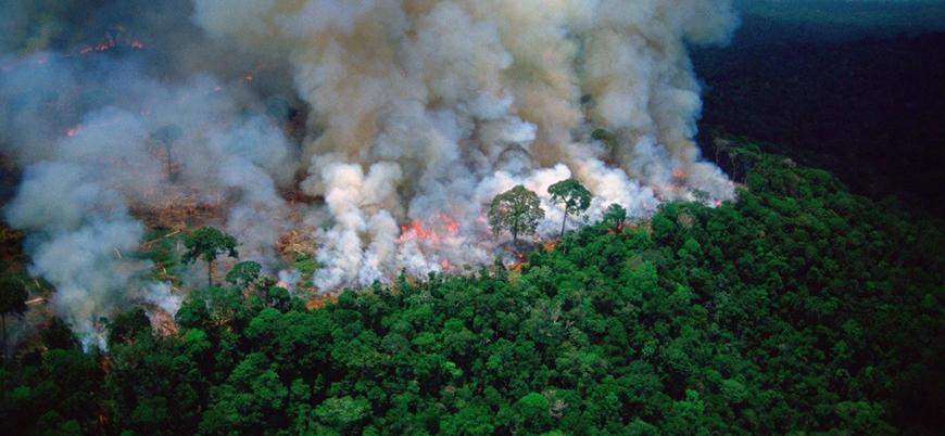 Amazonlarda her dakikada bir futbol sahası büyüklüğünde alan yanıyor