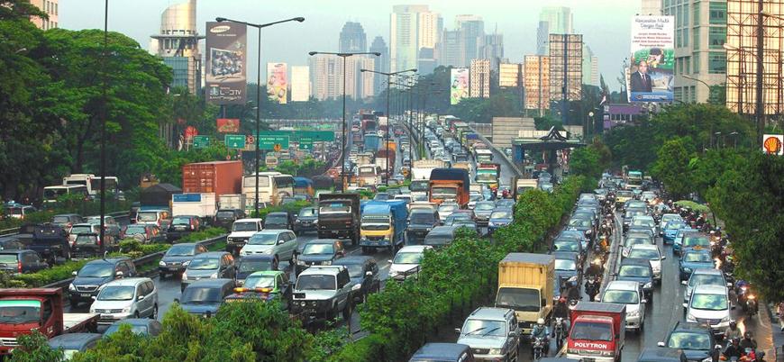 Endonezya 'suya batan' başkentini taşıyor