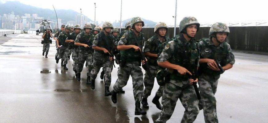 Çin askerleri Hong Kong sınırında