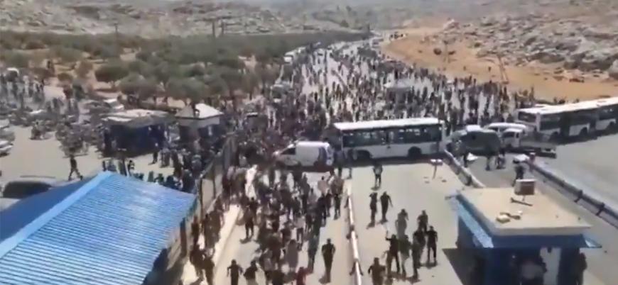 Binlerce Suriyeli Türkiye sınırına akın ediyor