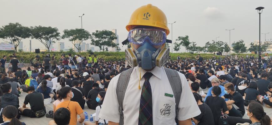Hong Kong'da binlerce öğrenci protestolara katıldı