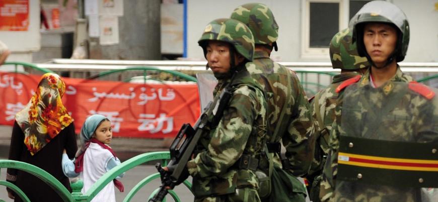 """""""Çin Doğu Türkistan'da Uygurları casus yazılımla izliyor"""""""
