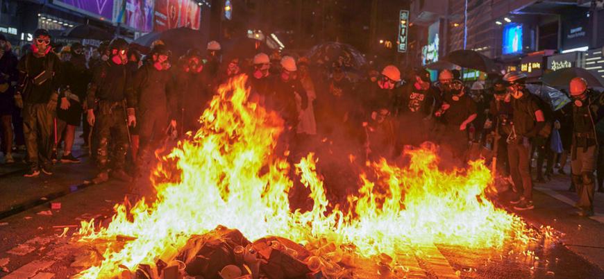 Çin'e iade tasarısı geri çekilen Hong Kong'da gösteriler sürüyor