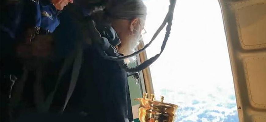 Rusya'da rahipler uçaktan şehre 'kutsal su' döktü