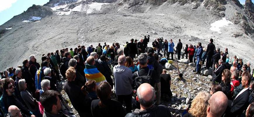 İsviçre'de yok olan buzul için 'cenaze töreni'