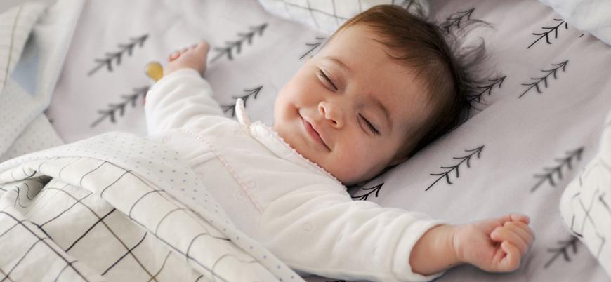 Düzenli uyuyanlar daha az yemek yiyor