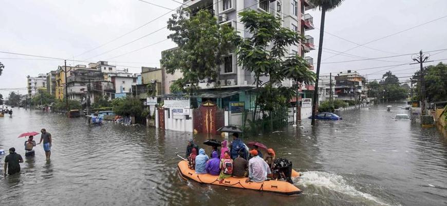 Hindistan'da sel felaketi: En az 120 ölü