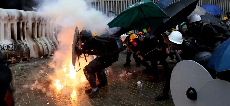 Hong Kong gösterilerinde şiddet artıyor: 100 yaralı