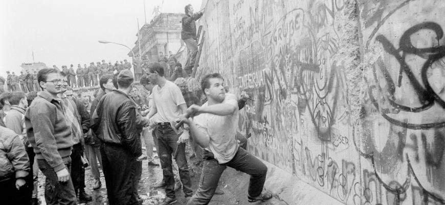 Batı ve Doğu Almanya 29 yıl önce bugün birleşti