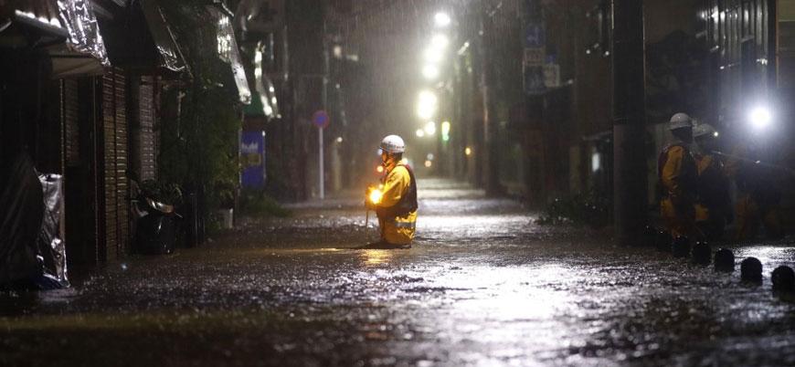Japonya'da son 60 yılın en şiddetli tayfunu