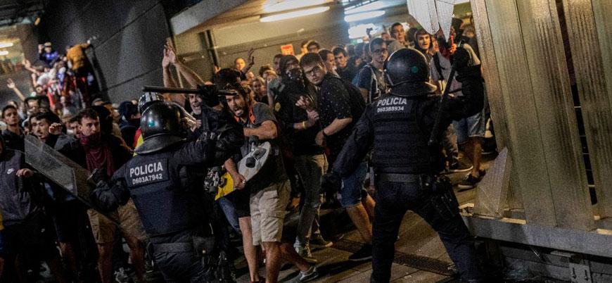 İspanya'da bağımsızlık yanlısı Katalanlar polisle çatıştı