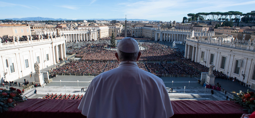 Vatikan'da heykel krizi: 'Bunlar put' diyip nehre attılar