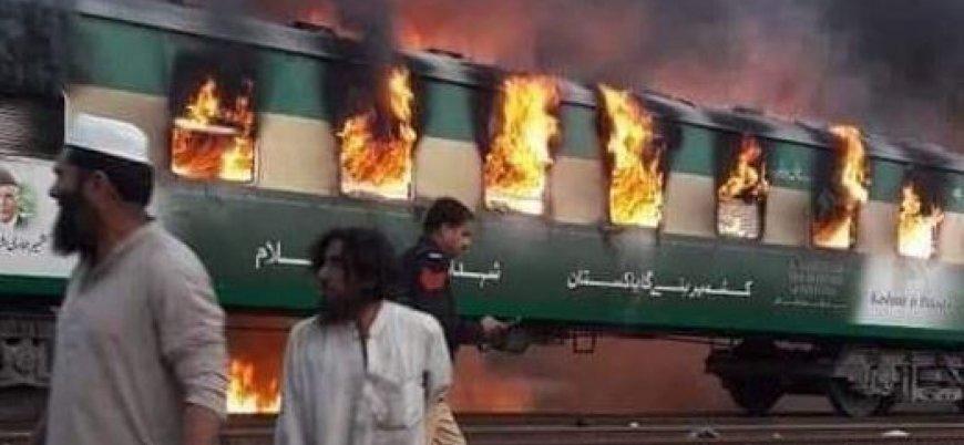 Pakistan'da tren alev aldı: En az 73 ölü