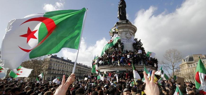 Cezayir'de 12 eski bakan yolsuzluk nedeniyle gözaltında